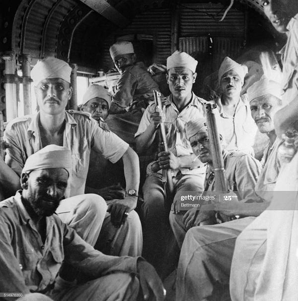 Марокканцы в самолете 10 окт 1950.jpg