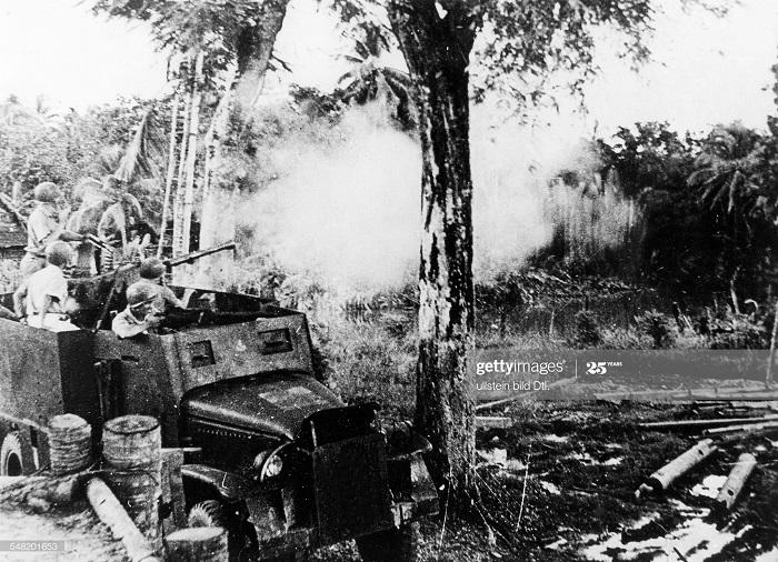 Фр солдаты в броневике июль 1950.jpg