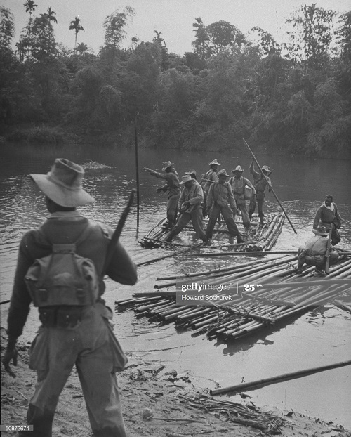 Фр солдаты на плотах дек 1950 Говард Сохурек.jpg