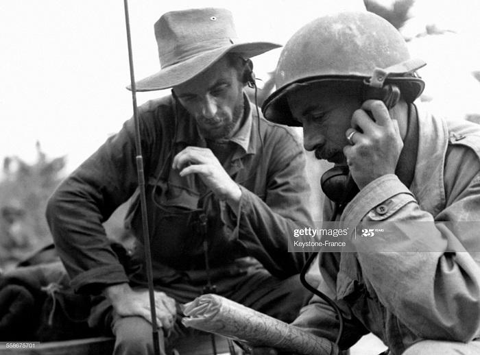 Радист во время зачистки Тонкина 5 марта 1952.jpg