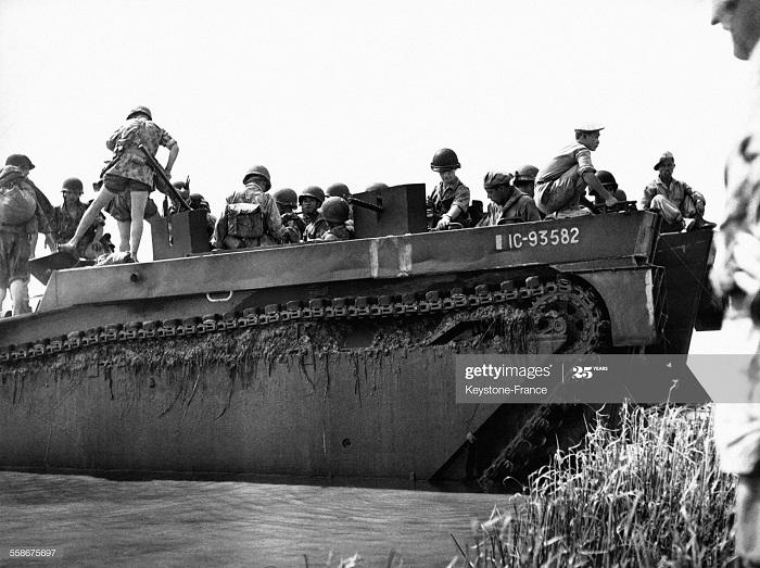 Фр батальон на борту аллигатора 25 марта 1952.jpg