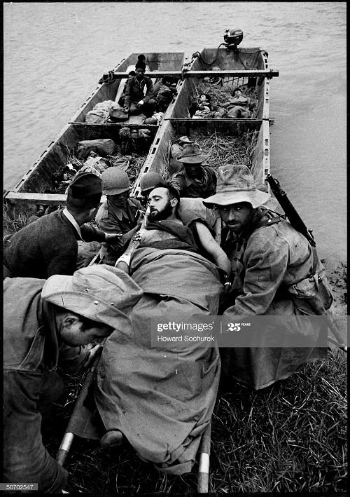 Эвакуация раненых и мертвых дек 1953 Говард Сохурек.jpg