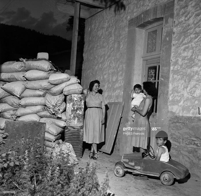 Батна регион колоны  у своего дома июнь 1955 Ф паж.jpg