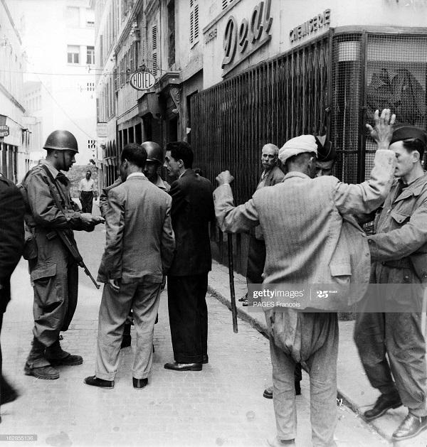 Алжир город в касбе операция по контролю 26 мая 1956 Ф паж.jpg