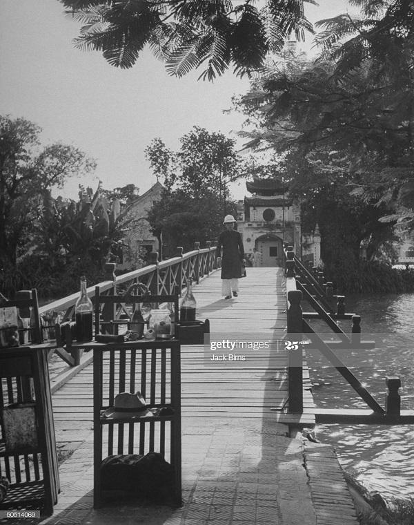 На мосту июль 1948 Джек Бирнс.jpg
