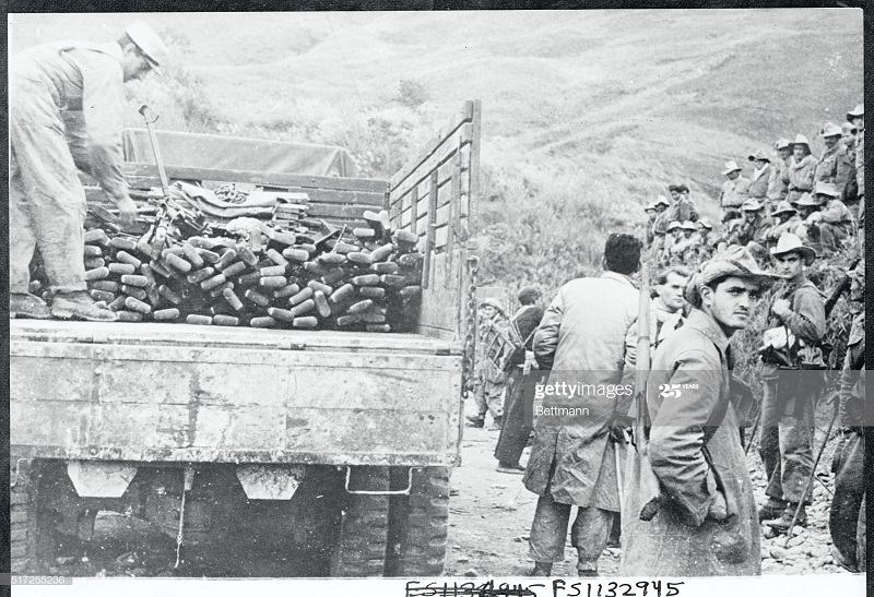 Орудия солдат Кит Нац армии сдавшихся фр 23 янв 1950.jpg