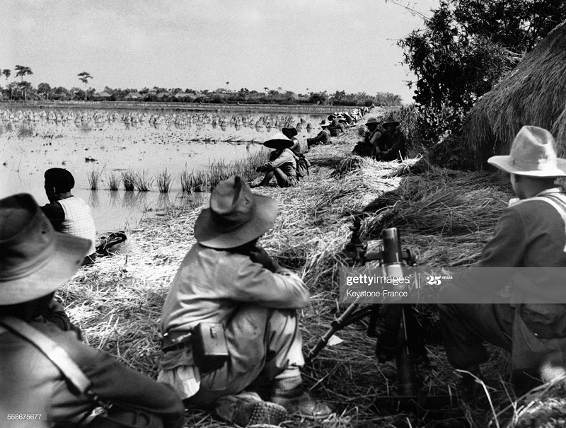 Остановка на берегу реки у Пхат Диема 12 дек 1951.jpg