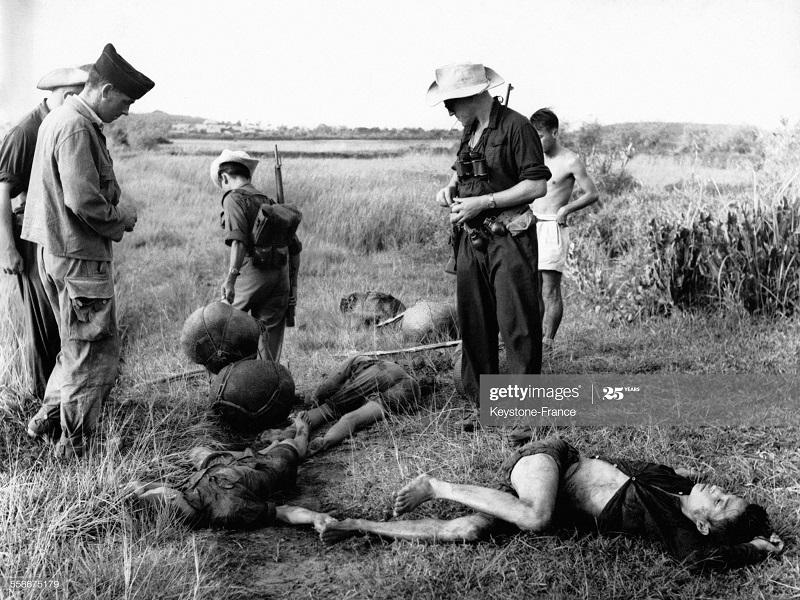 Трупы контрабандистов после ночного обстрела сент 1952.jpg