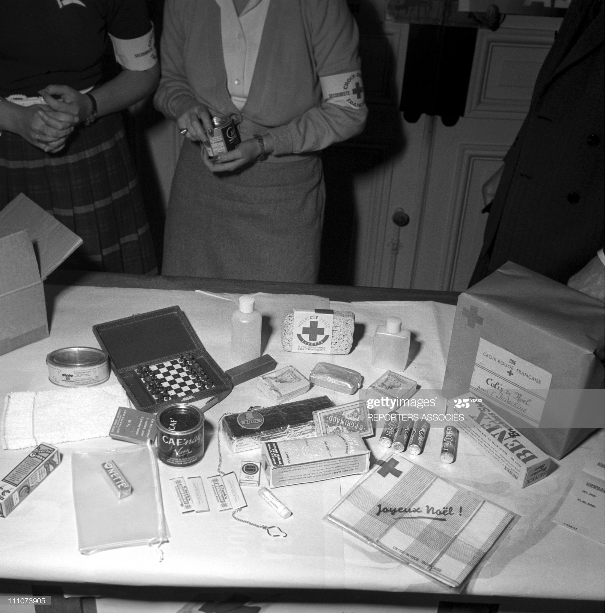 Красный крест Посылка в Париже 1951.jpg