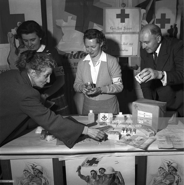 Красный крест в центре КК в Париже дек 1954.jpg