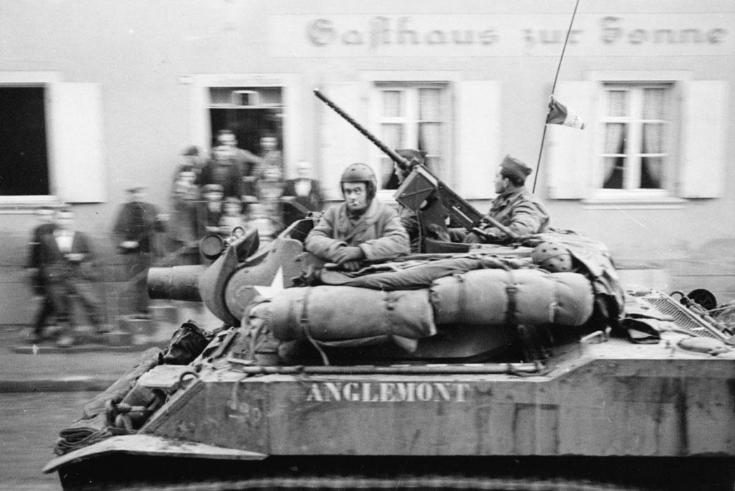 Гаубица 3 марш полка марок спаги во время осв Страсбурга нояб 1944 Белен Ленна.jpg