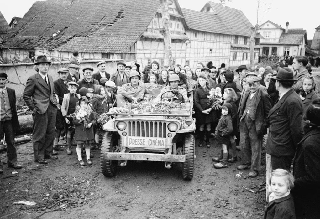 Жит Эндисайма и джип прессы нояб 1944 Белен Ленна.jpg