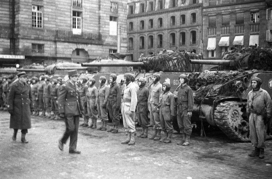 Торж построен на пл Клебера в Страс 26 1944Белен Ленна.jpg