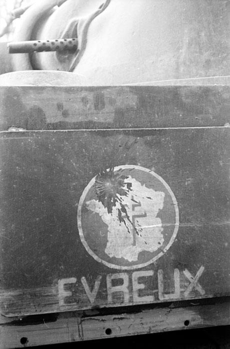 Шерман с эмблемой нояб 1944Белен Ленна.jpg