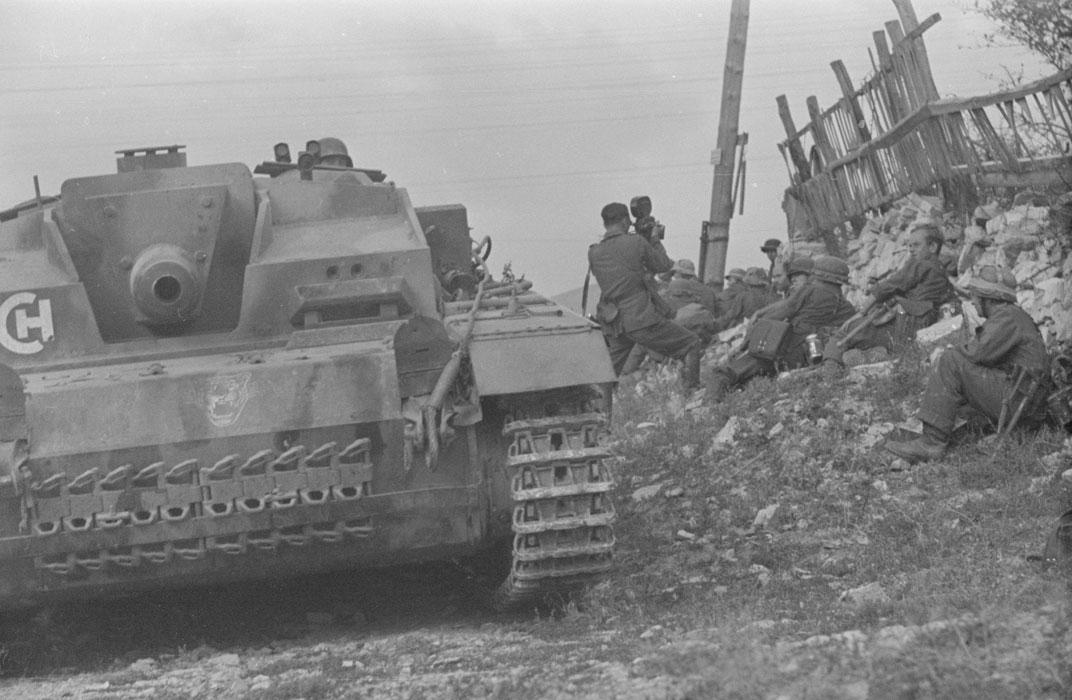 во время битвы за новоссибирск штурм пех подд артилл лето 1942.jpg