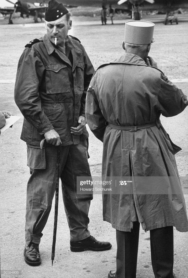 Коньи и Наварр нояб 1953 Говард сохурек.jpg