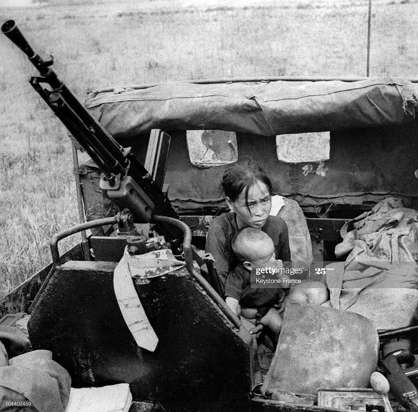 Легионеры 1 полка заботятся о женщине и ее ребенке сбеж от повст 6 июня 1951.jpg