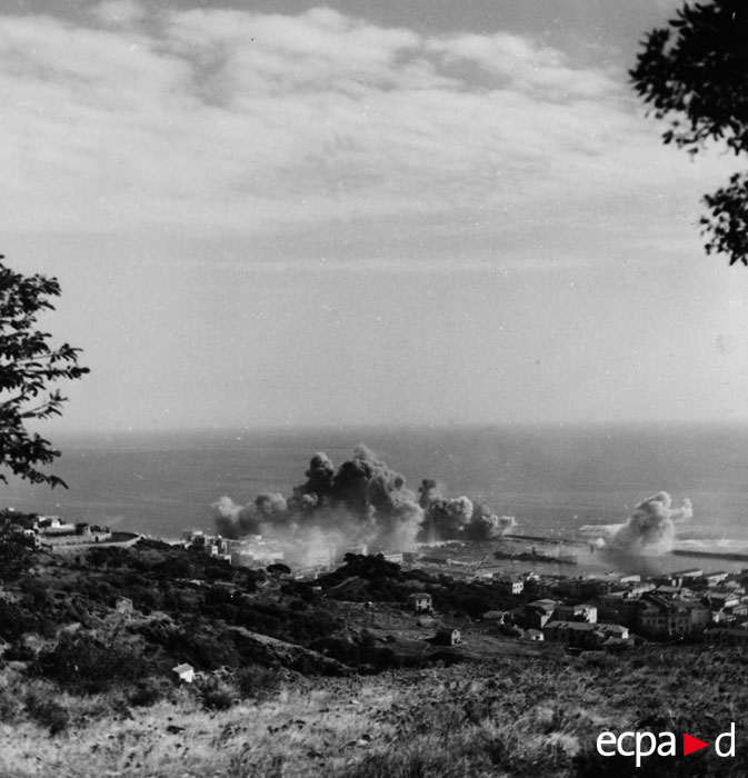 Ам авиация бомб Бастию окт 1943.jpg