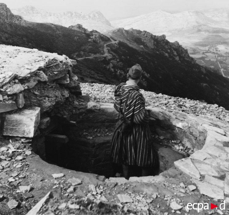 Мар стрелок на посту набл в Монте Секко сент 1943.jpg