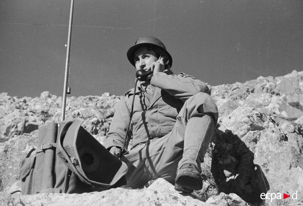 04 телефонист из 3 полка алж стр     янв 1944.jpg