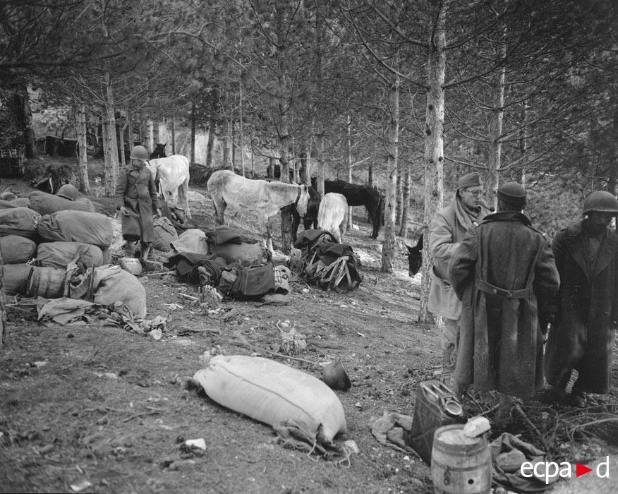 05 лагерь солдат 2 марок стрел див янв 1944.jpg