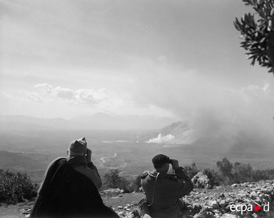 08  самолет бомбит кассино ген Жуэн и де Монсабер набл март 1944.jpg
