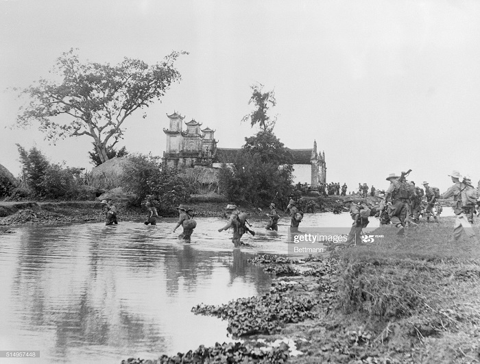 Морск пех пересекает реку у ханоя 23 янв 1954.jpg
