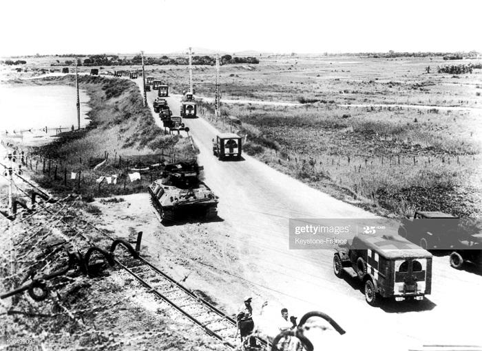 Танк и сан машины передача 267 пленных ВМ 1954.jpg