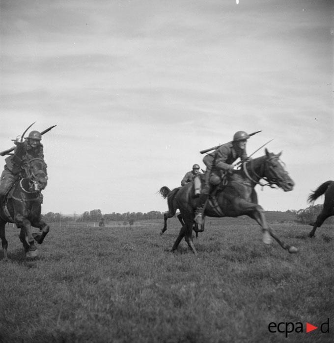 3 гус полк на маневрах май 1942 виар.jpg