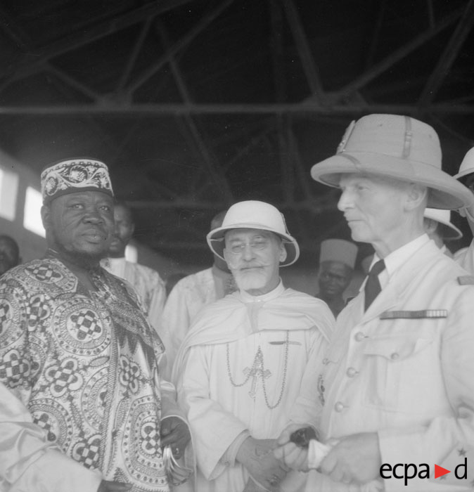 Генерал Антсиже инспект фр зап африку окт нояб 1941 Потенье.jpg