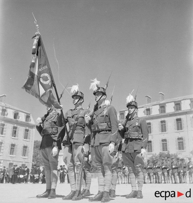 Знамя мен сира в экс ан провансе 20 марта 1942 Р Фор.jpg