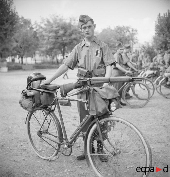 соревнования по велоспорту среди военных сент 1942 Жийяр.jpg