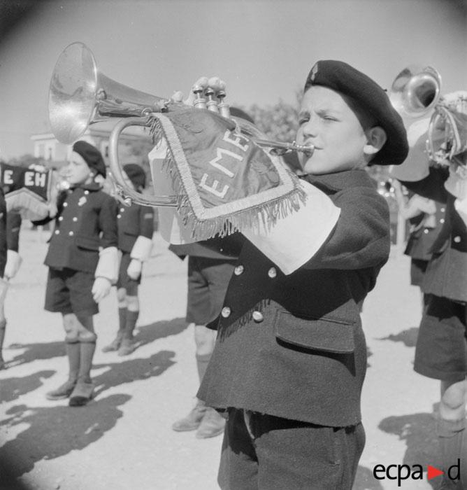трубач из детского военного училища Эрио в Дракеньяне июнь 1943.jpg