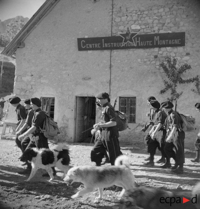 Центр обучения альп стрелков в Грассе сент 1942 Р Фор.jpg