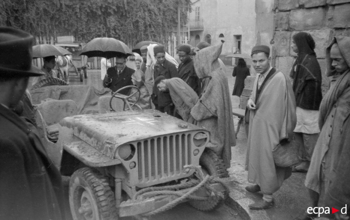 У ам джипа дек 1942.jpg
