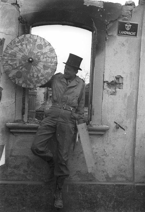 воен репортер в Хагенбахе март 1945.jpg