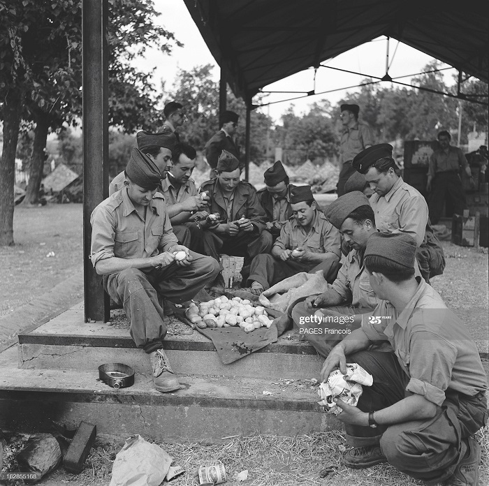 В Тлемсене Алжир Город Резервисты приб на кор Город оран 14 июня 1956 Ф паж10.jpg