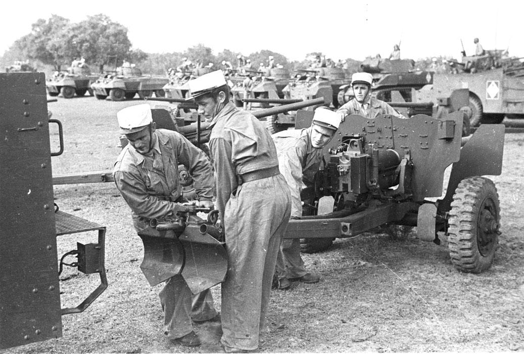 Торж постр 1 РЕК 5 эск цепл пушку окт 1943.jpg