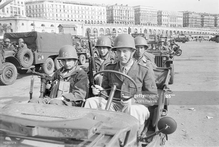 В Тлемсене лжир город Солдаты  Алжир приб на кор Город Оран 14 июня 1956.jpg