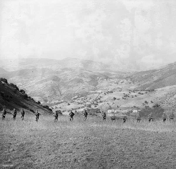 В Тлемсене Фр солдаты 14 июня 1956  Фр паж.jpg