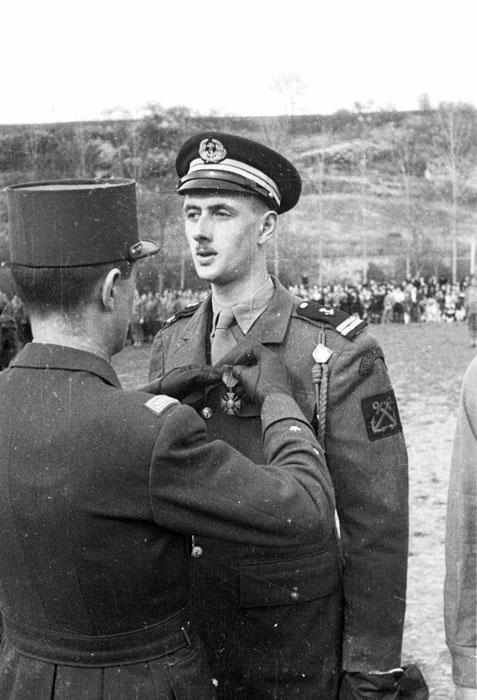 Леклерк нагр филиппа де Голля 24 марта 1945 Филипп Эритье.jpg