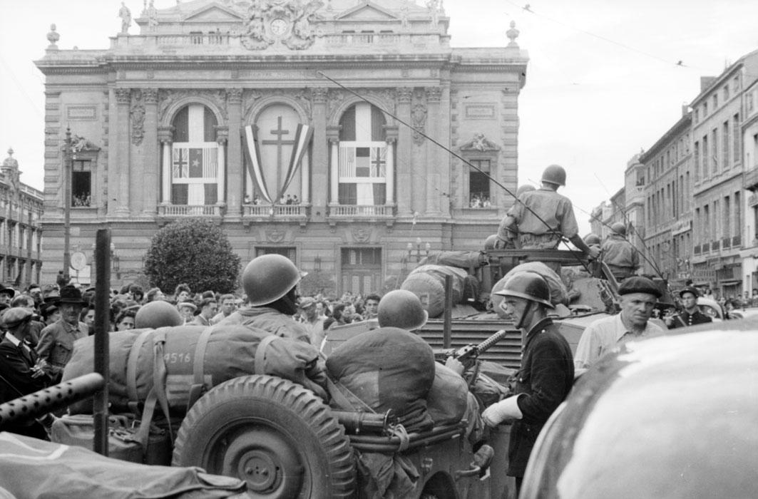 джип и бронеавтомобиль авг 1944.jpg