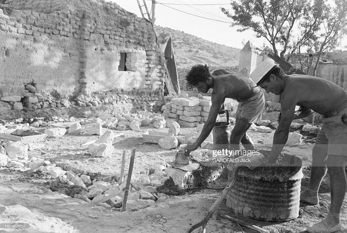 строят новый лагерь 9 июля 1955 Дж гарафало2.jpg