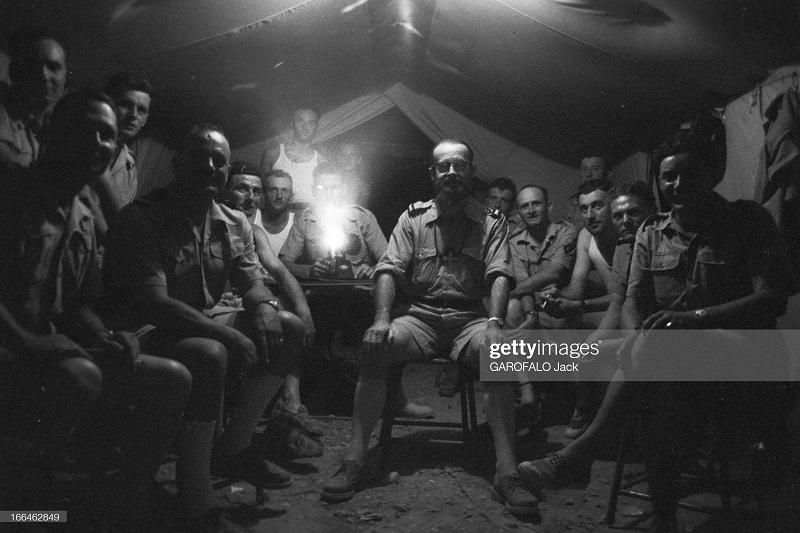 в палатке смотрят фильм 9 июля 1955 дж гарафало.jpg