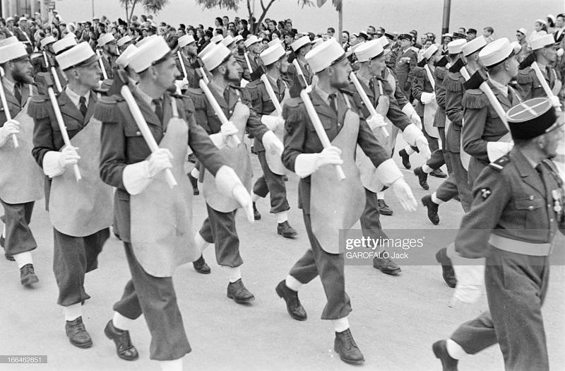 Парад 9 июля скорее 14 1955 Дж Гарафало 3.jpg