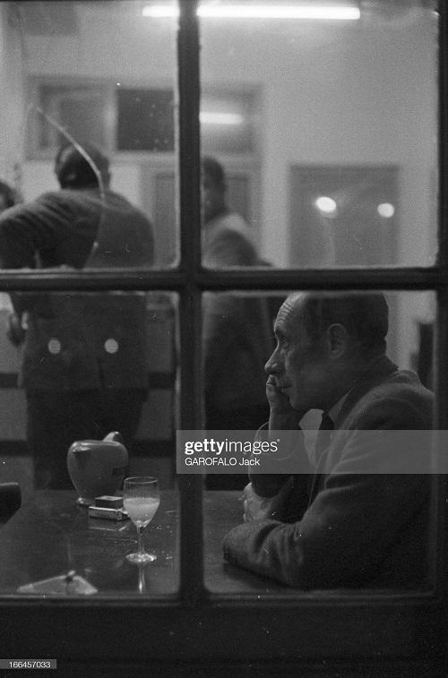в баре сен Анри во время приема пастиса 30 нояб 1962 дж гарафало 2.jpg