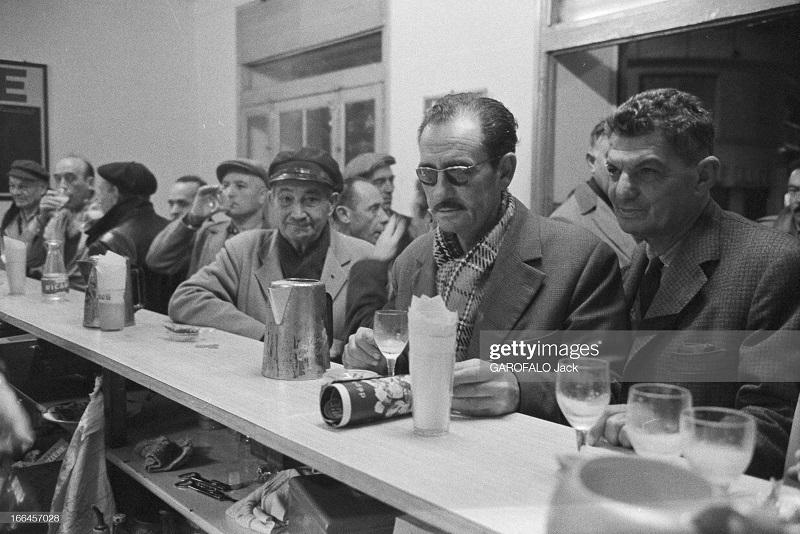 в баре сен Анри во время приема пастиса 30 нояб 1962 дж гарафало.jpg