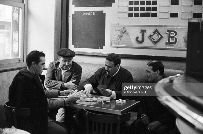в кафе играют в карты 5 дек 1962 дж гарафало.jpg