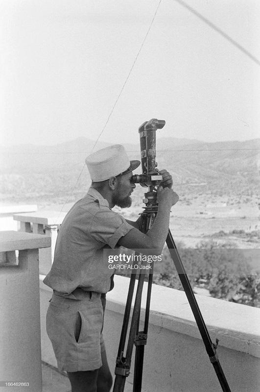 легионер наблюдает за окрестностями 9 июля 1955 дж гарафало.jpg