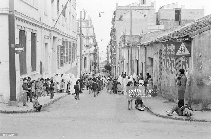 в школе св иосифа 30 нояб 1962 выход на улицу.jpg